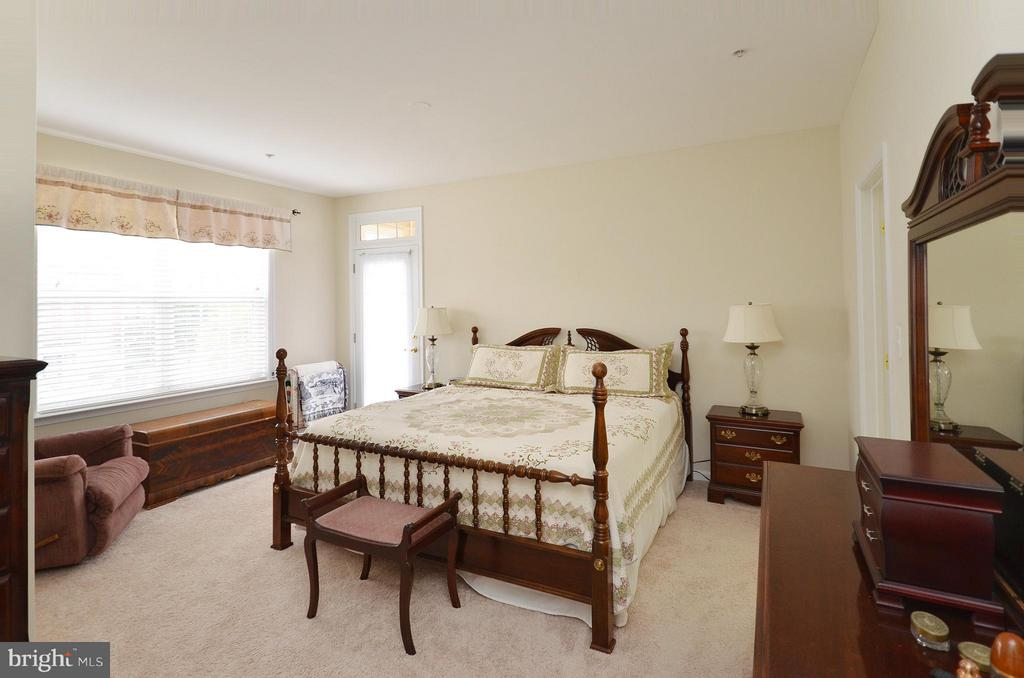 Large Master Bedroom with Plenty of Room - 42603 HIGHGATE TER, ASHBURN