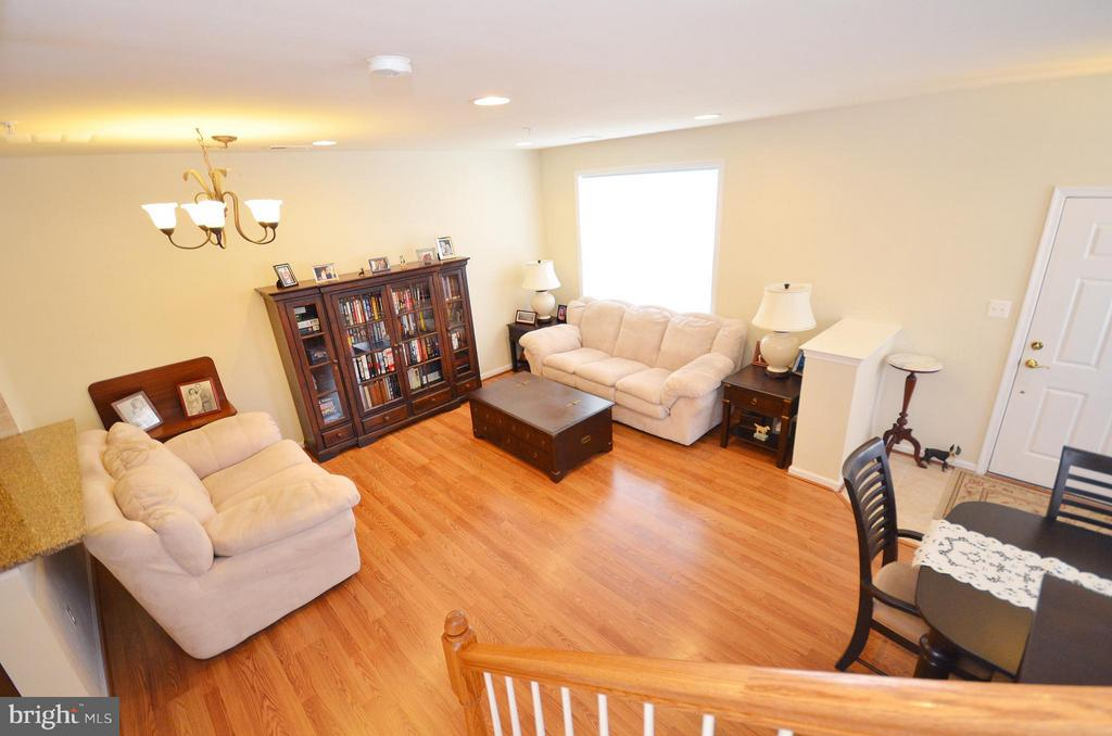 Spacious Family Room with Hardwood Floors - 42603 HIGHGATE TER, ASHBURN