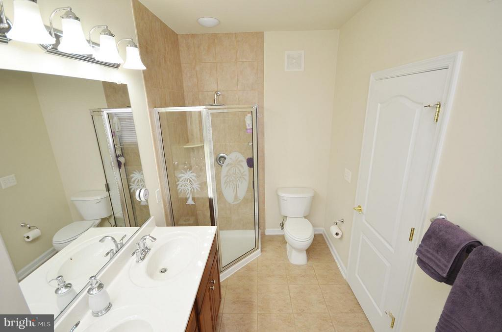 Luxury Master Bathroom with Separate Shower - 42603 HIGHGATE TER, ASHBURN