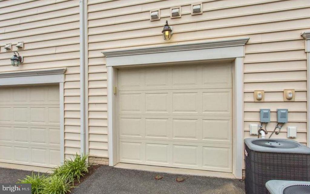 Great 1 Car Garage - 42603 HIGHGATE TER, ASHBURN