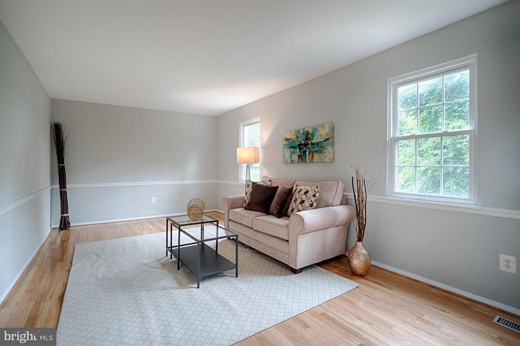 New hardwood floors through main and upper level - 9672 LINDENBROOK ST, FAIRFAX