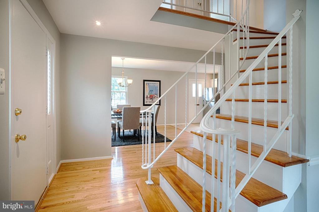 Refinished hardwood stairs - 9672 LINDENBROOK ST, FAIRFAX