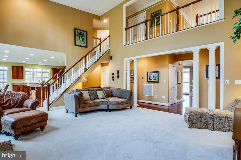 Two Story Family Room with Dual Staircase - 12910 MACNEIL CT, FREDERICKSBURG