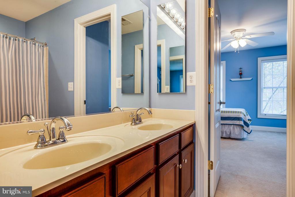 Jack and Jill Bathroom between Bedroom 3 and 4 - 12910 MACNEIL CT, FREDERICKSBURG