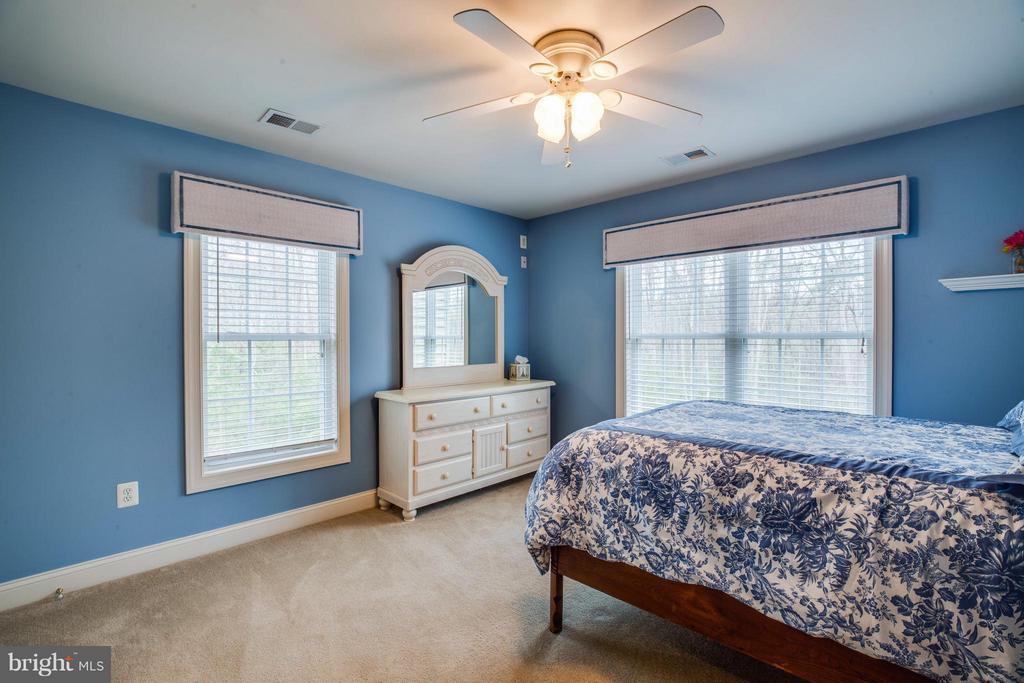 Bedroom 3 and 4 share a Jack and Jill Bathroom - 12910 MACNEIL CT, FREDERICKSBURG