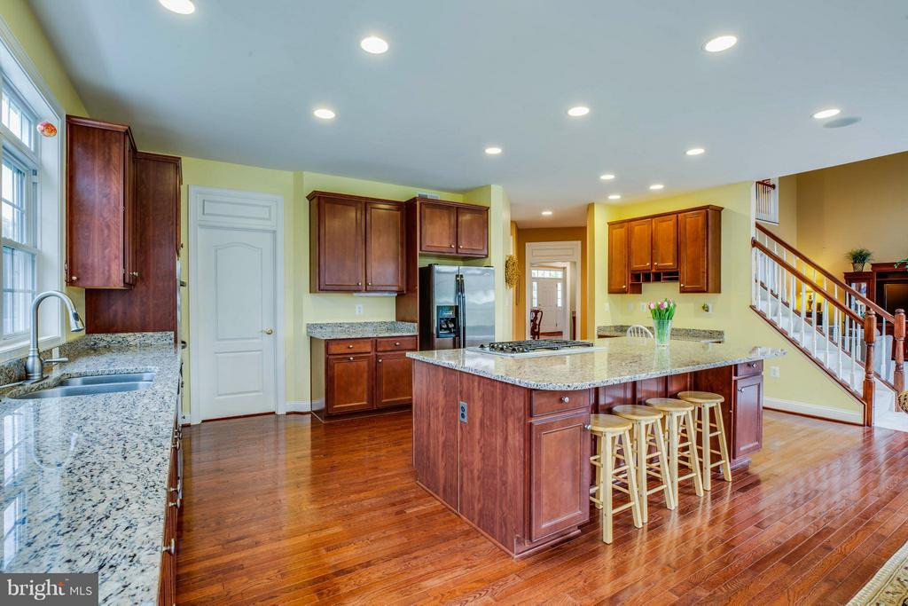 SS Energy-Efficient Whirlpool Appliances - 12910 MACNEIL CT, FREDERICKSBURG