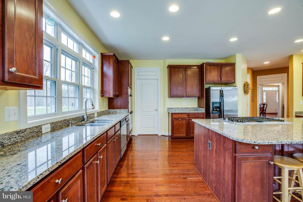 Granite Countertops, Gas Cooktop, Double Wall Oven - 12910 MACNEIL CT, FREDERICKSBURG