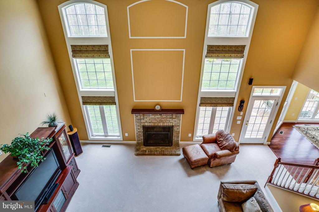 17' Cathedral Ceiling. Floor to Ceiling Windows - 12910 MACNEIL CT, FREDERICKSBURG