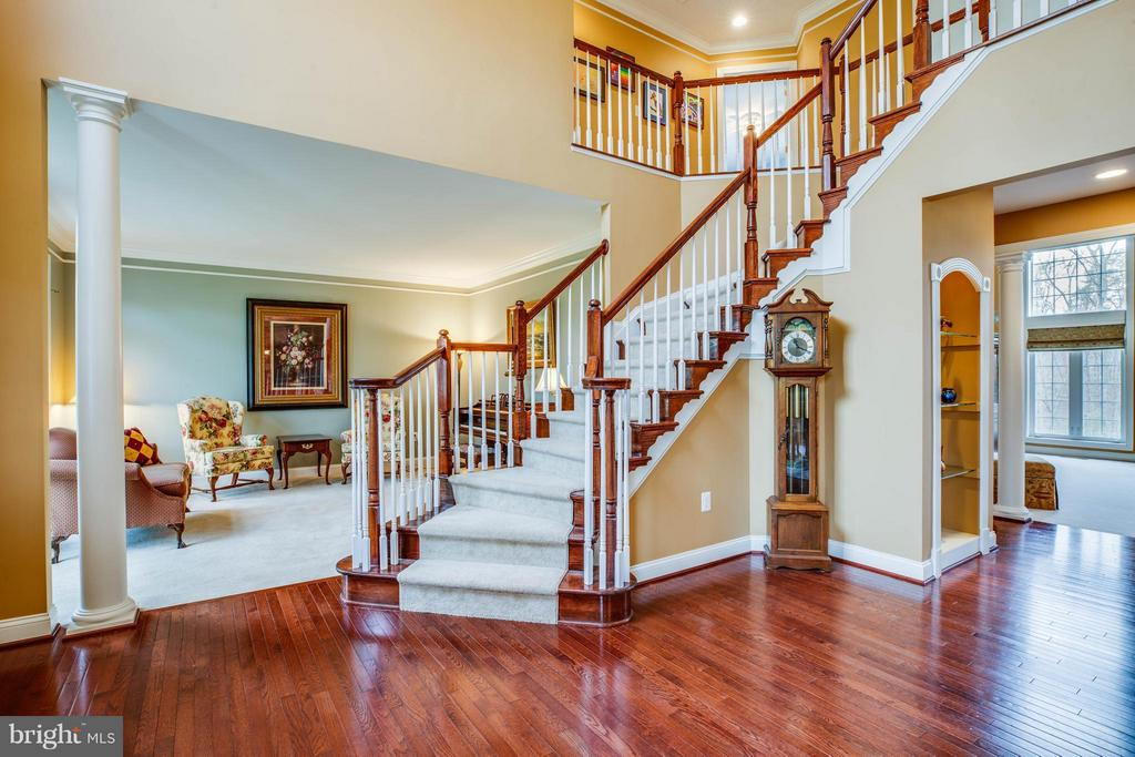 2 Story Foyer, Tongue/Groove Oak Hardwood Flooring - 12910 MACNEIL CT, FREDERICKSBURG