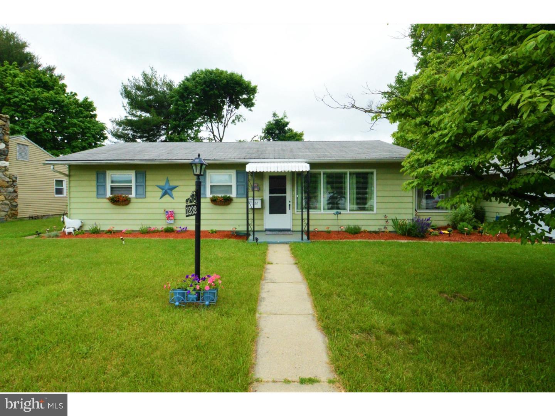 Частный односемейный дом для того Продажа на 1232 TURTZO BLVD Bangor, Пенсильвания 18013 Соединенные Штаты