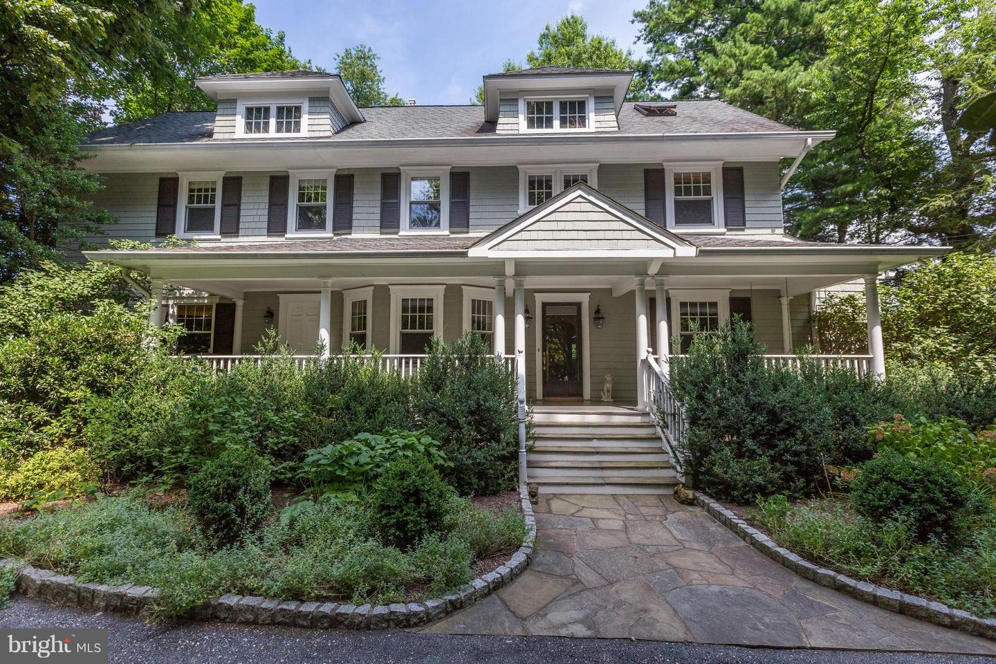 Single Family for Sale at 7311 Brookville Rd Chevy Chase, Maryland 20815 United States