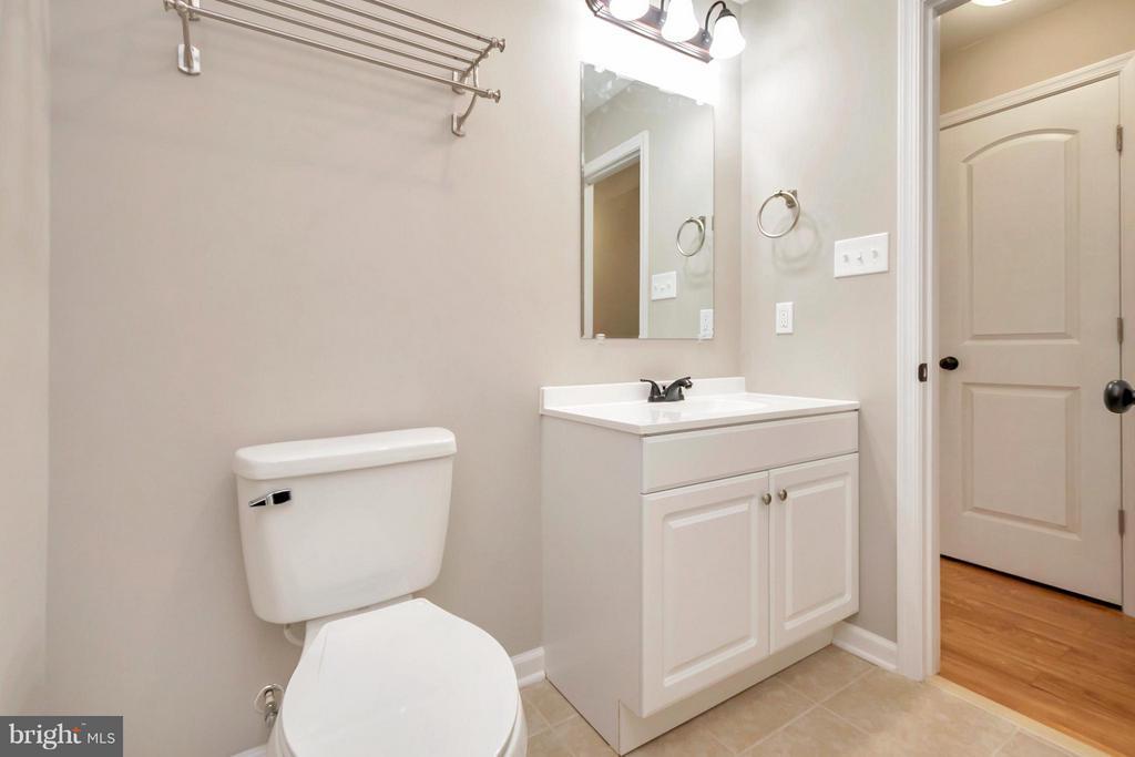 Hallway Full Bath - 12262 PAIGE RD, WOODFORD