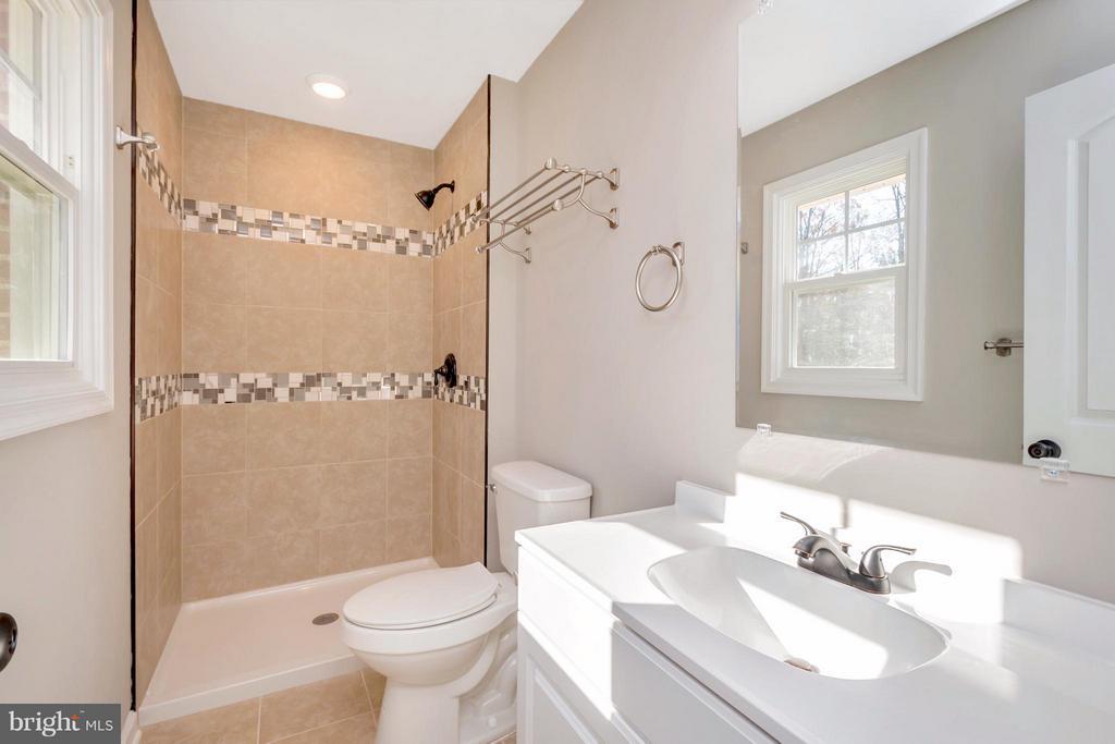 Bath (Master) - 12262 PAIGE RD, WOODFORD