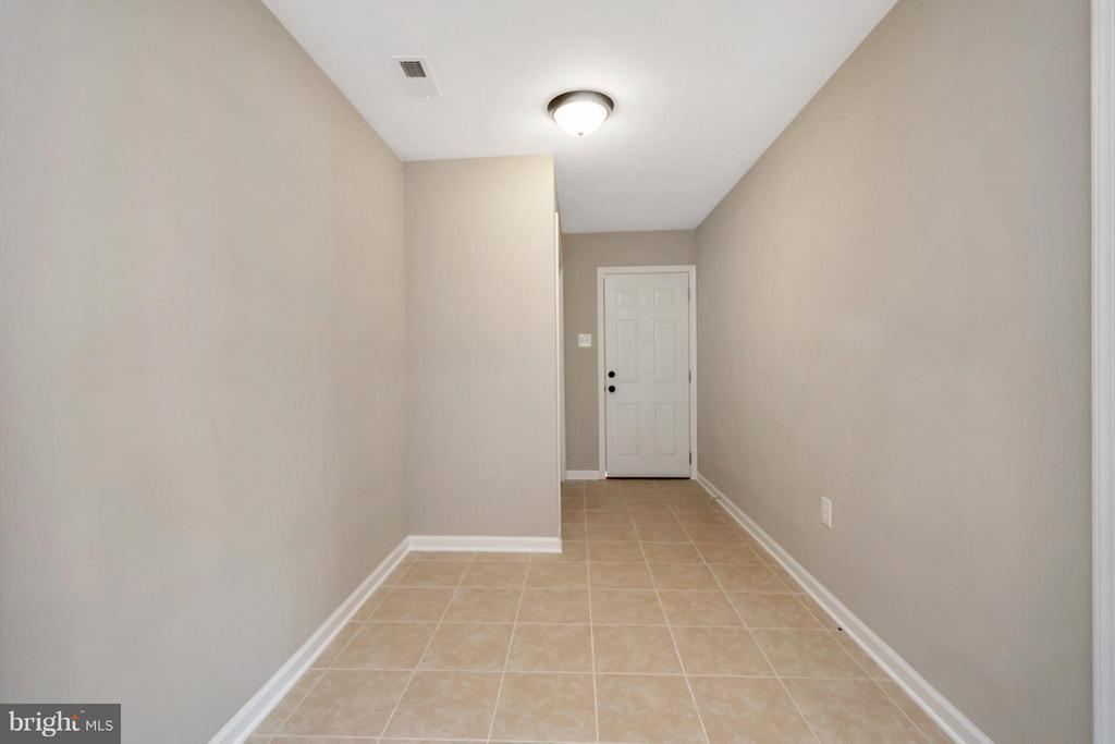 Extra Storage Space with Laundry closet - 12262 PAIGE RD, WOODFORD