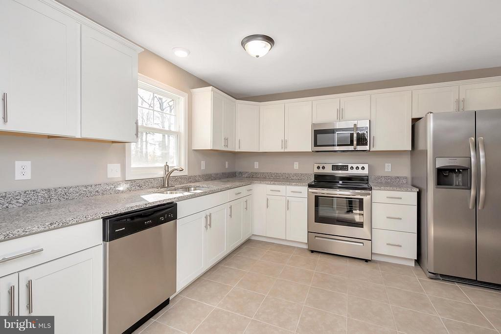 Kitchen with granite countertops - 12262 PAIGE RD, WOODFORD
