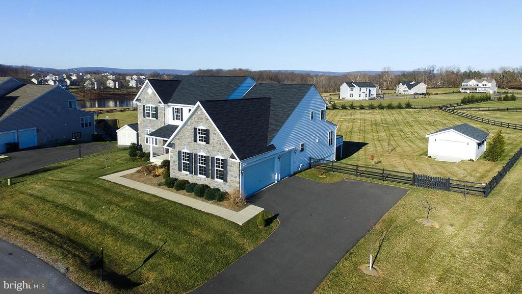 3 car garage and detached garage/workshop - 36766 WATERFRONT LN, PURCELLVILLE