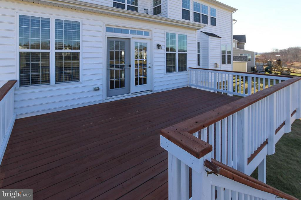 You'll enjoy scenic views from the deck - 36766 WATERFRONT LN, PURCELLVILLE