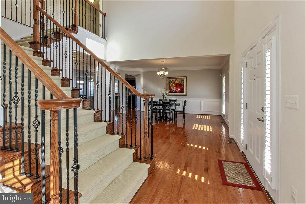 Inviting 2 story foyer - 36766 WATERFRONT LN, PURCELLVILLE