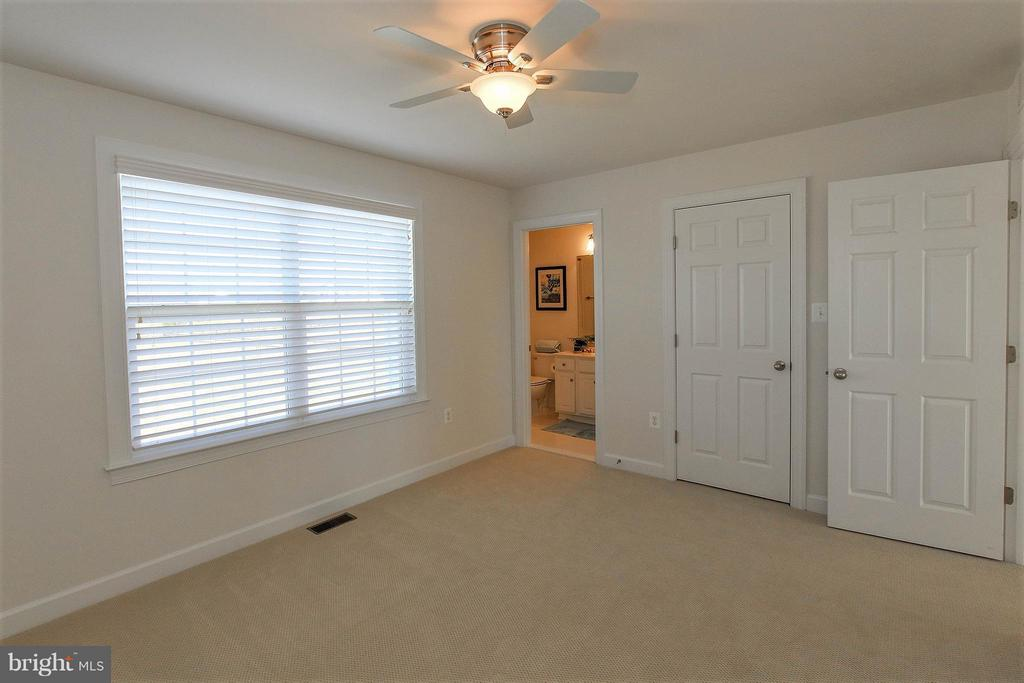 and walk in closets!! - 36766 WATERFRONT LN, PURCELLVILLE