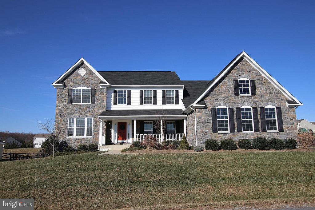 Gorgeous stone front exterior - 36766 WATERFRONT LN, PURCELLVILLE