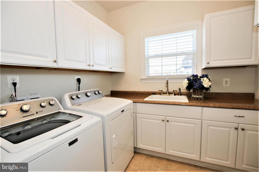 Lg laundry room with plenty of storage - 36766 WATERFRONT LN, PURCELLVILLE