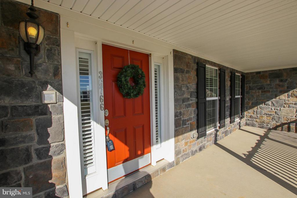 Welcome! What a charming front porch! - 36766 WATERFRONT LN, PURCELLVILLE