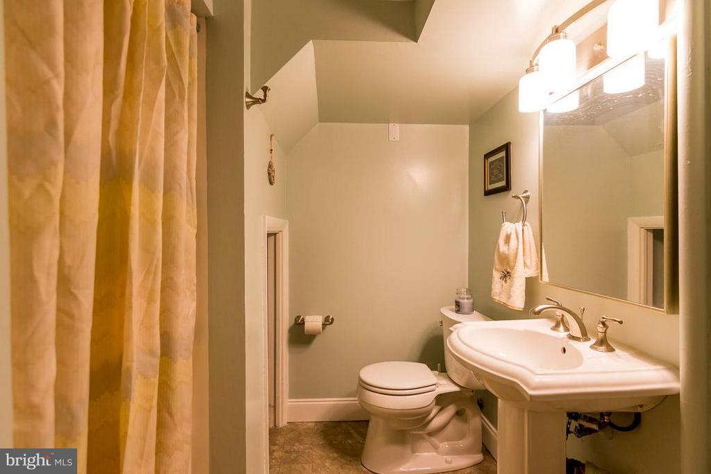 Bath - 3001 DAWSON AVE, SILVER SPRING