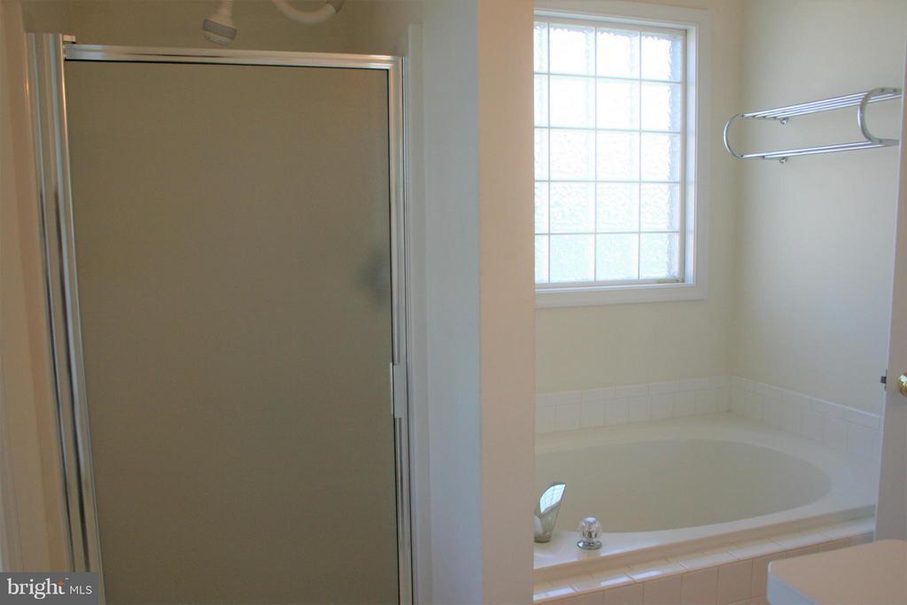 Bath (Master) - 4 ROCHELLE CT, FREDERICKSBURG