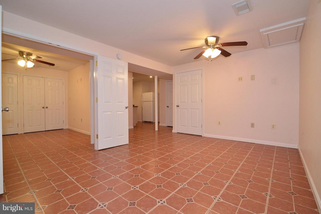 Full Bedroom off FR area and Kitchenette - 138 FORT EVANS RD NE, LEESBURG