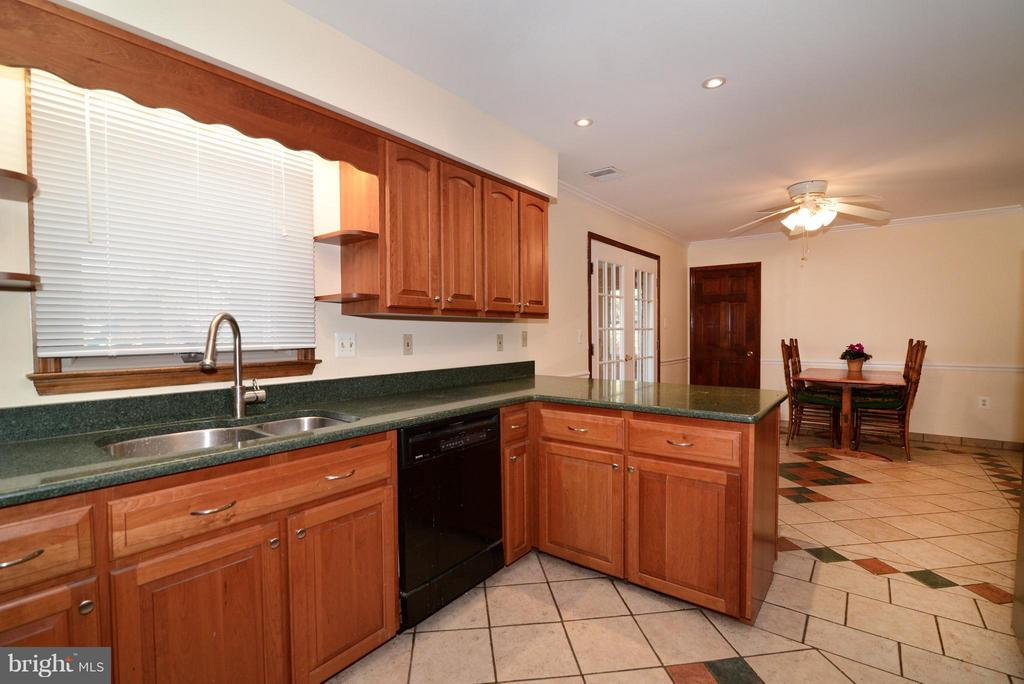 Cherry Cabinets, Granite and newer appliances - 138 FORT EVANS RD NE, LEESBURG