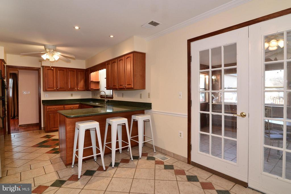 Breakfast bar & french doors to Sunroom - 138 FORT EVANS RD NE, LEESBURG