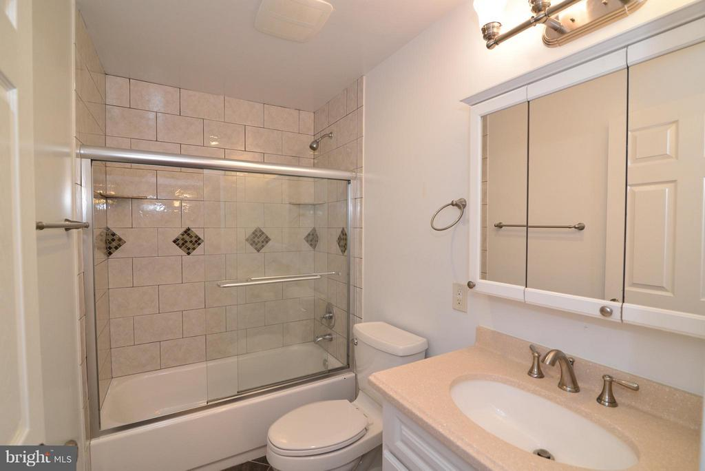 Well finished Full Bath in Basement - 138 FORT EVANS RD NE, LEESBURG