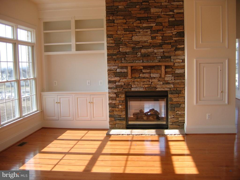 Family Room with Gas Fireplace - 43513 STARGELL TER, LEESBURG