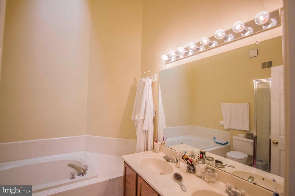 Bath (Master) - 7023 ASHLEIGH MANOR CT, ALEXANDRIA