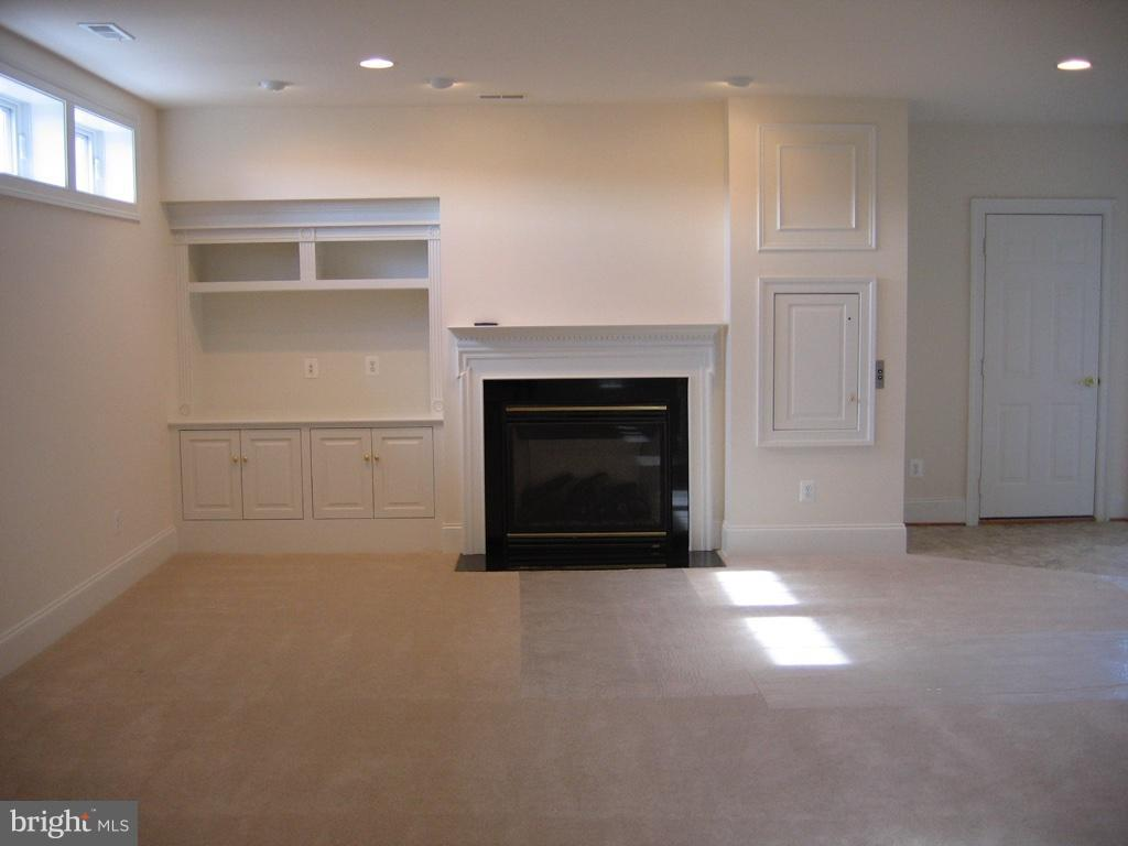 Rec Room with Gas Fireplace and Dumb Waiter - 43513 STARGELL TER, LEESBURG