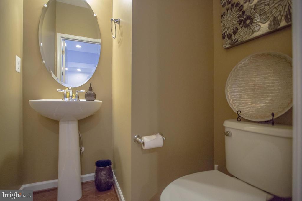 Half Bath on Main Level - 8933 GARRETT WAY, MANASSAS