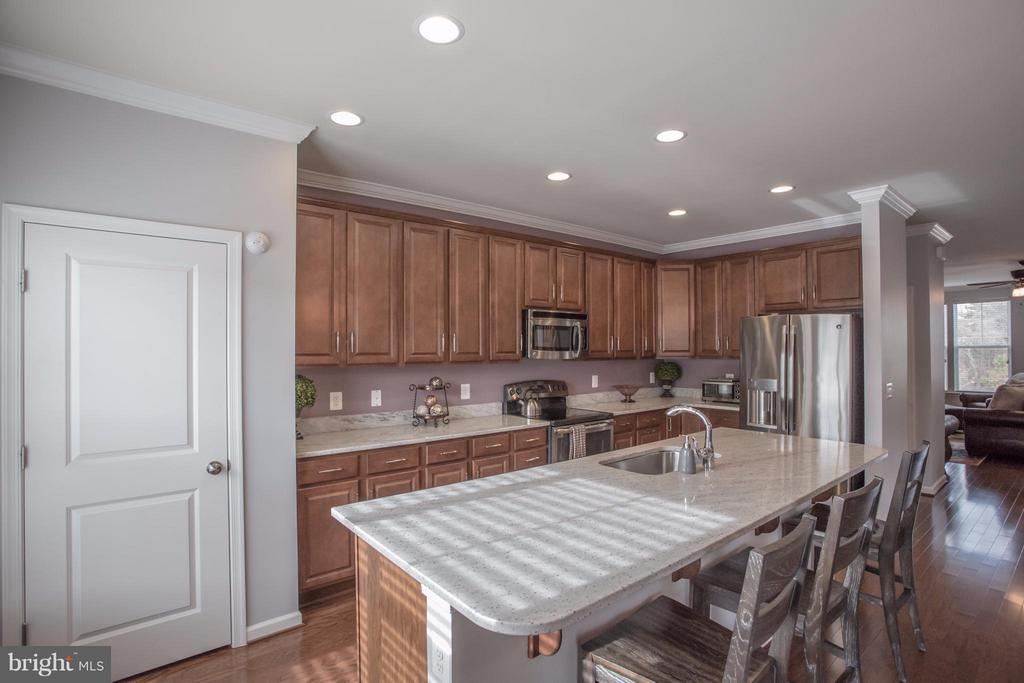 Large Pantry and Tons of Cupboard Space! - 8933 GARRETT WAY, MANASSAS