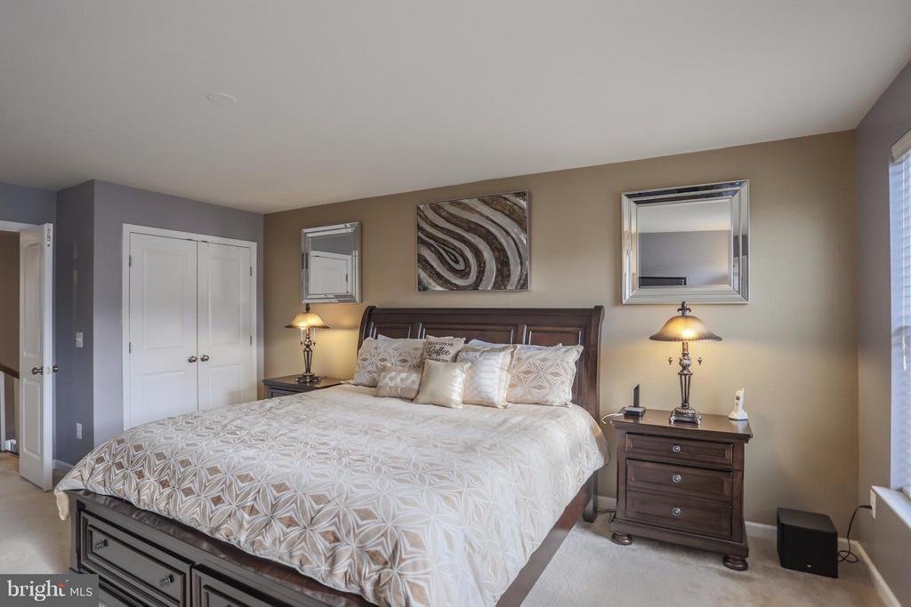 Upper Level Master Bedroom w/ Two Closets - 8933 GARRETT WAY, MANASSAS