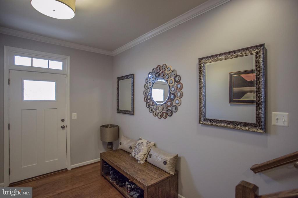 Large Foyer - 8933 GARRETT WAY, MANASSAS