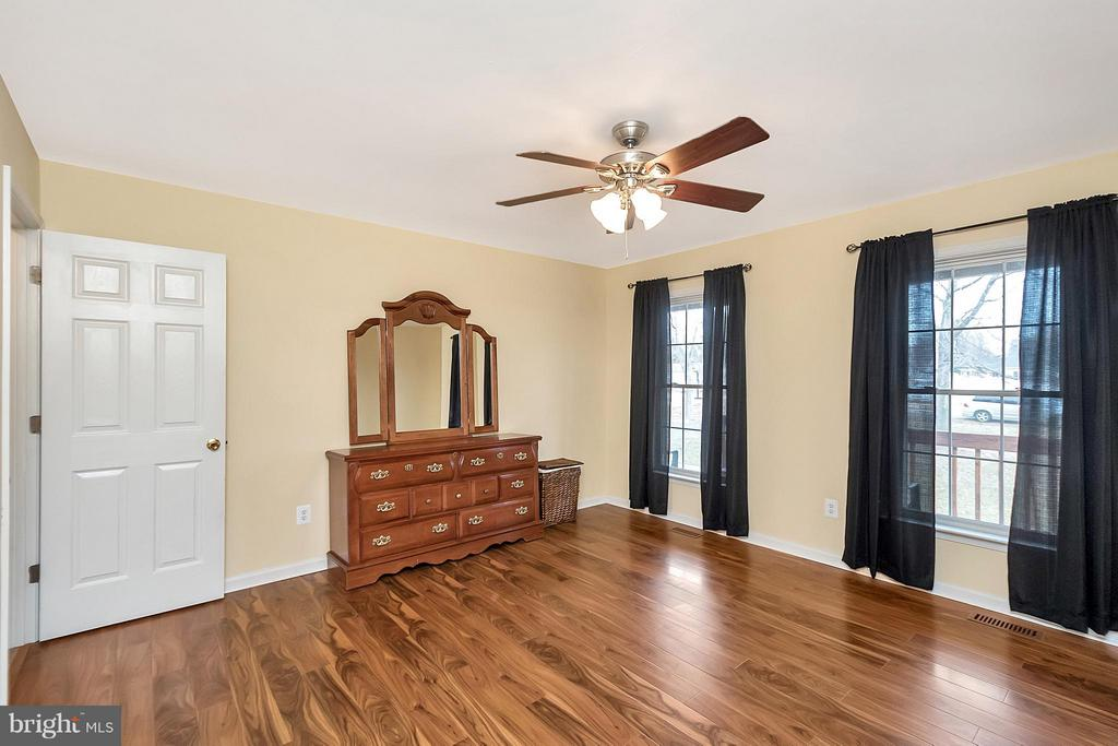 spacious master suite with new laminate flooring - 2702 STRATFORD ST, COLONIAL BEACH