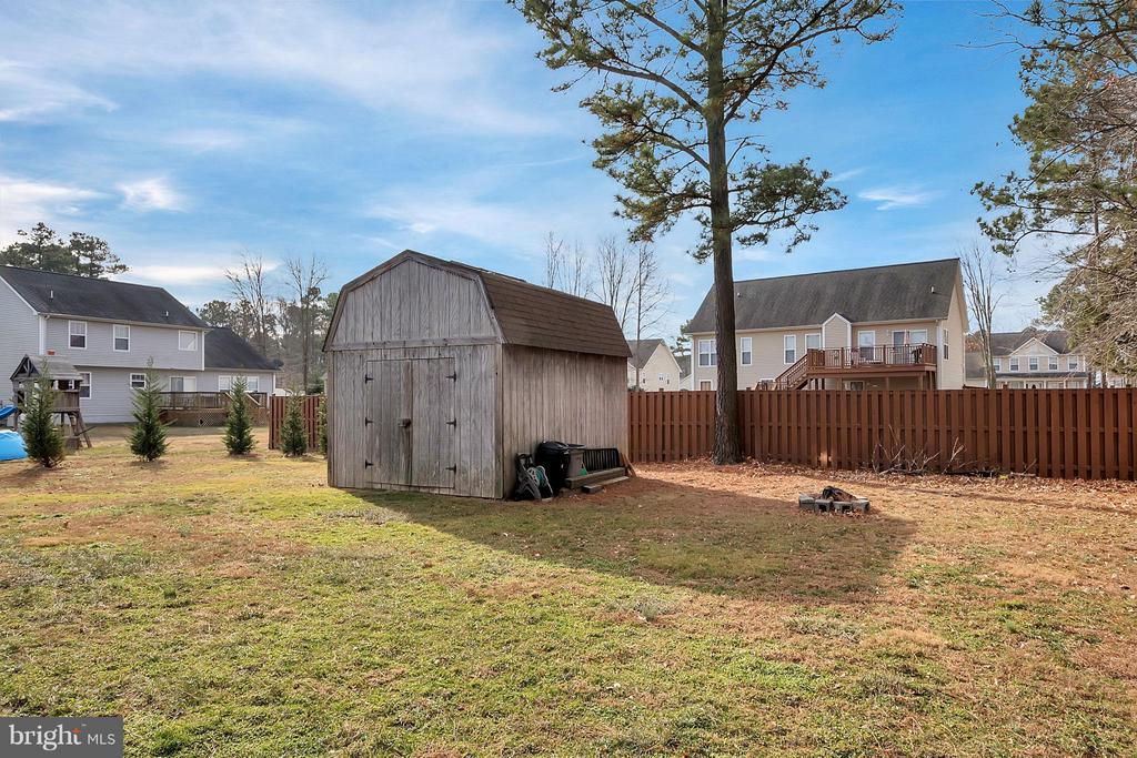 spacious back yard with shed - 2702 STRATFORD ST, COLONIAL BEACH
