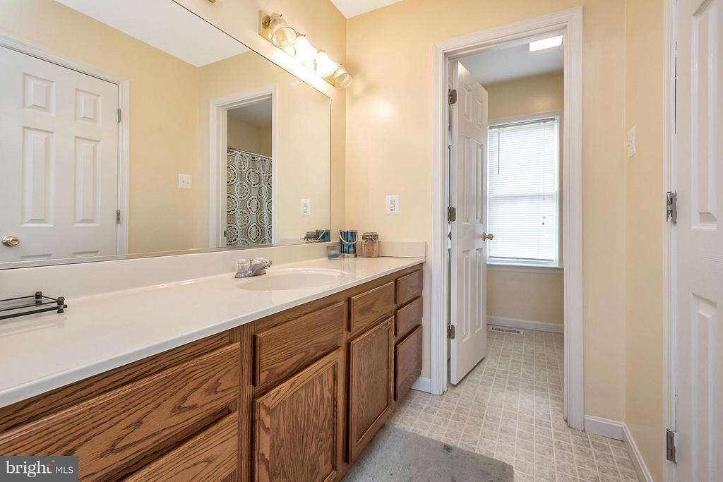 double sinks with walk in closet - 2702 STRATFORD ST, COLONIAL BEACH