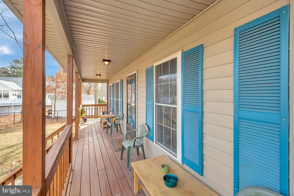 front wrap around porch - 2702 STRATFORD ST, COLONIAL BEACH