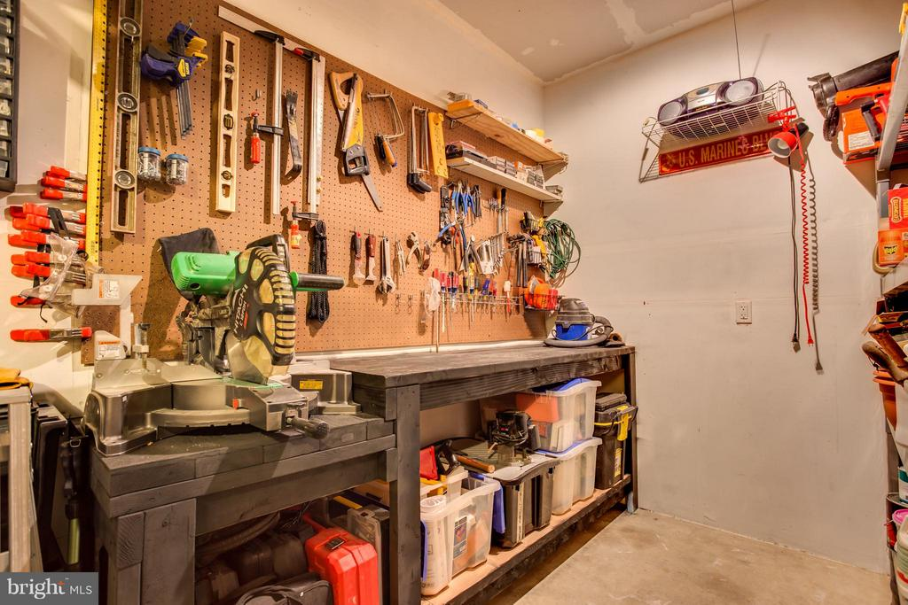 Full Size Garage features additional Workshop Area - 9160 STONEGARDEN DR, LORTON