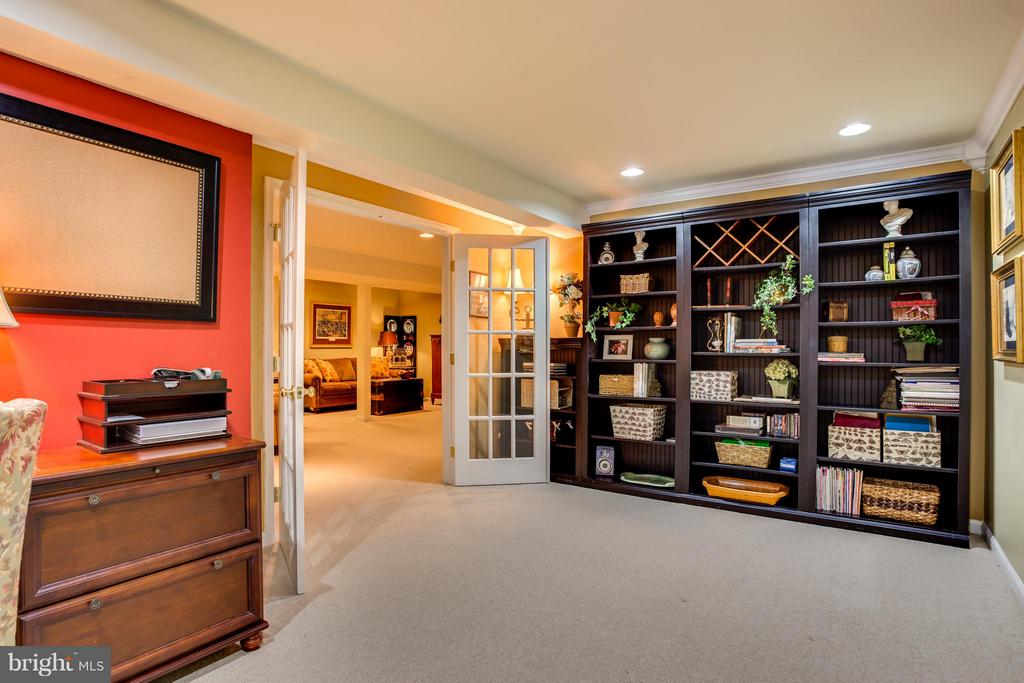 Office or Guest Room with French Doors - 9160 STONEGARDEN DR, LORTON
