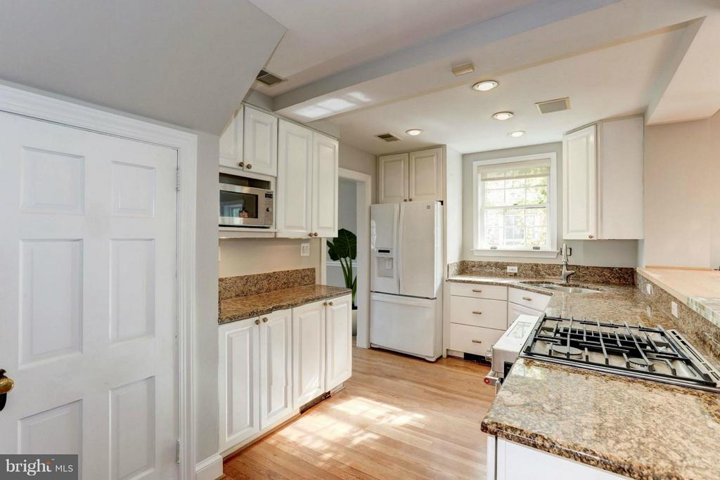 Kitchen (1 of 2) - 7818 CUSTER RD, BETHESDA