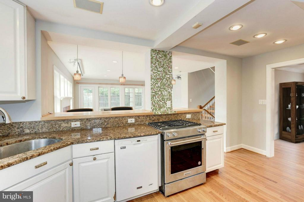 Kitchen (2 of 2) - 7818 CUSTER RD, BETHESDA