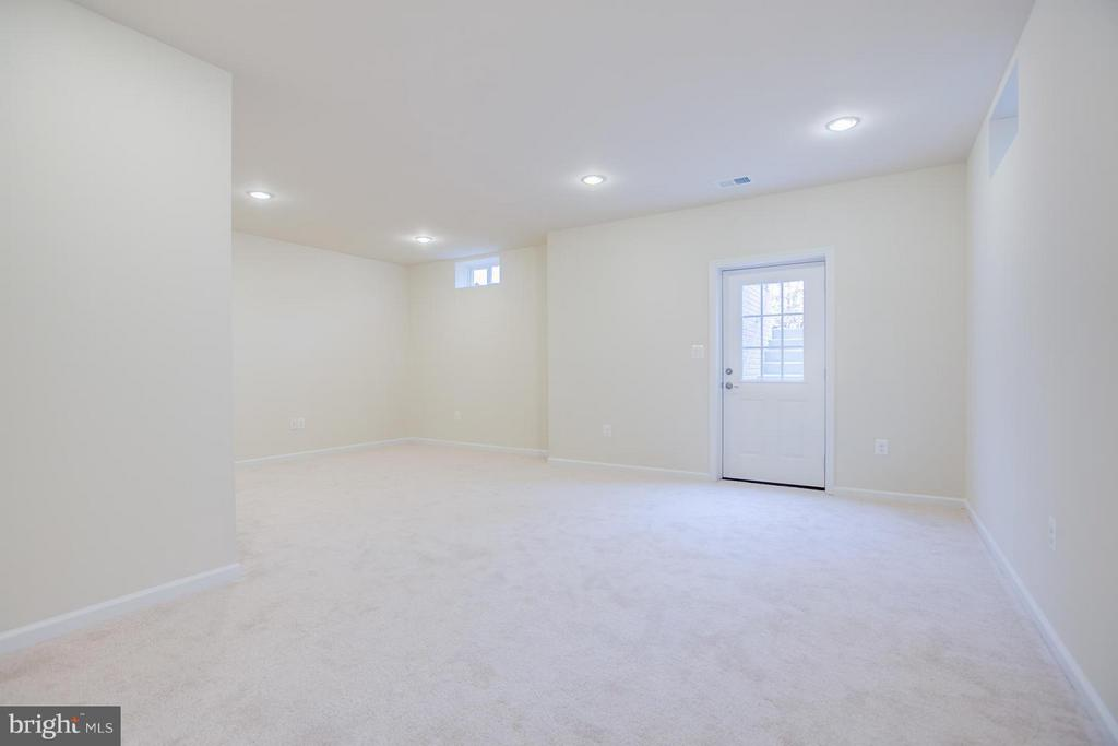 Basement Has Lg. Slider Walkout & Media Rm. - 176 VERBENA DR, STAFFORD