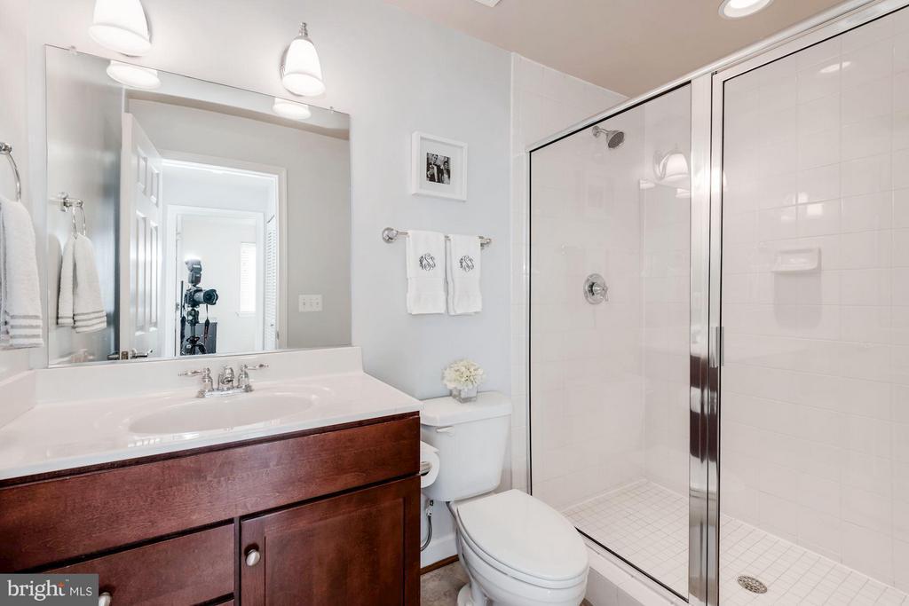 FULL BATHROOM #2 - 4113 FOUR MILE RUN DR S #403, ARLINGTON
