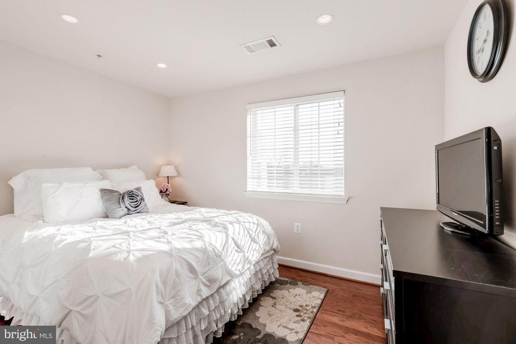 BEDROOM #2 - 4113 FOUR MILE RUN DR S #403, ARLINGTON